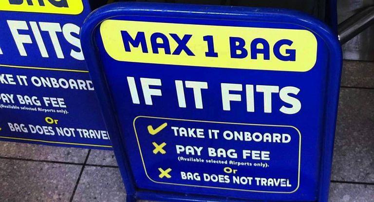 ¿El fin del bolso de mano gratis en las low cost?